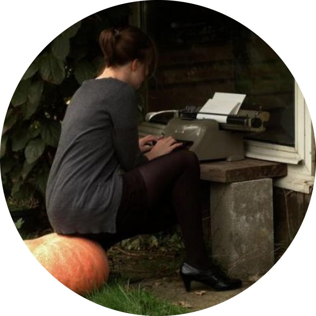 Autoportrait à la machine à écrire