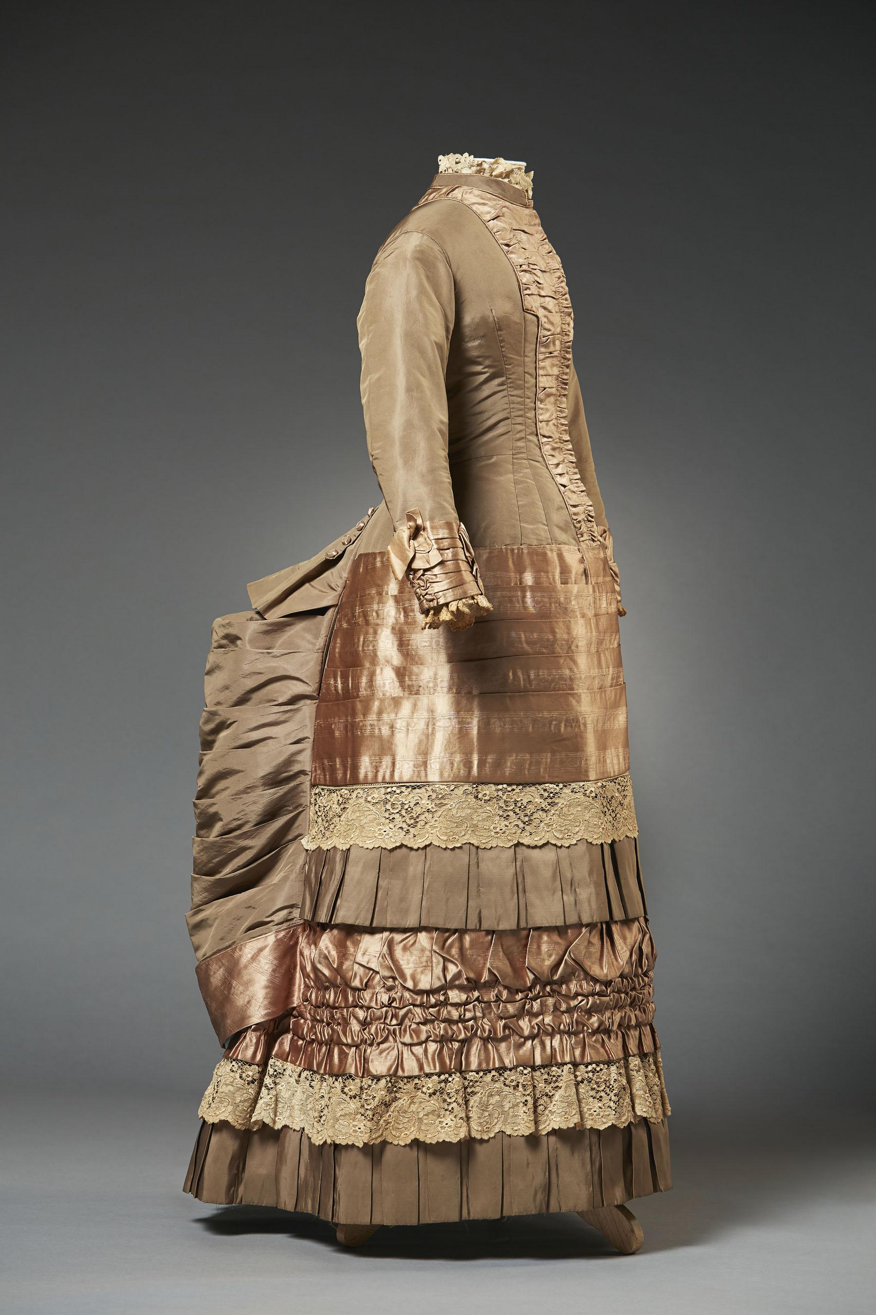 Robe de jeune fille (1882)